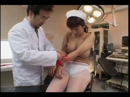 【きくま聖】初歩的なミスをしてしまった巨乳ナースが怒った医師にエッチなおしおきをされる!