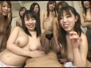 桃井りか 10人以上の美女に囲まれハーレムセックス!