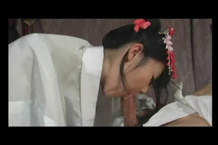 【つぼみ】着物姿のロリ娘が自分からパイパンまんこを男の顔に擦り付ける!!